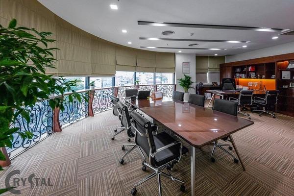 thiết kế không gian làm việc xanh đẹp - Crystal Design TPL
