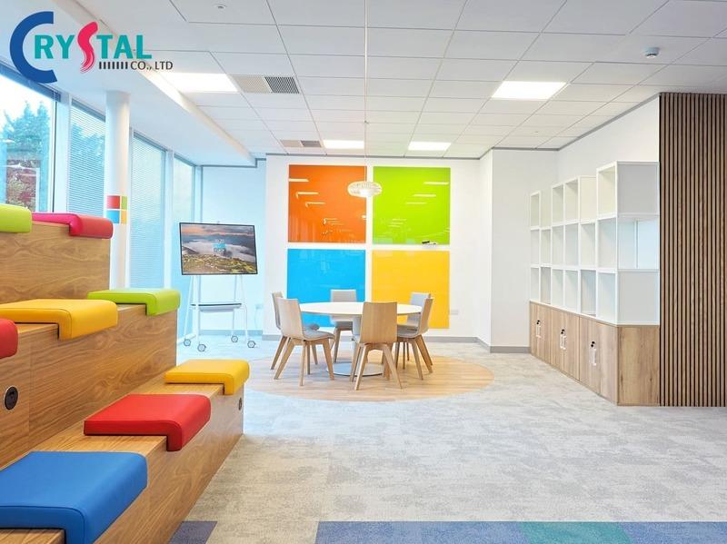 cách bố trí bàn làm việc trong văn phòng - Crystal Design TPL