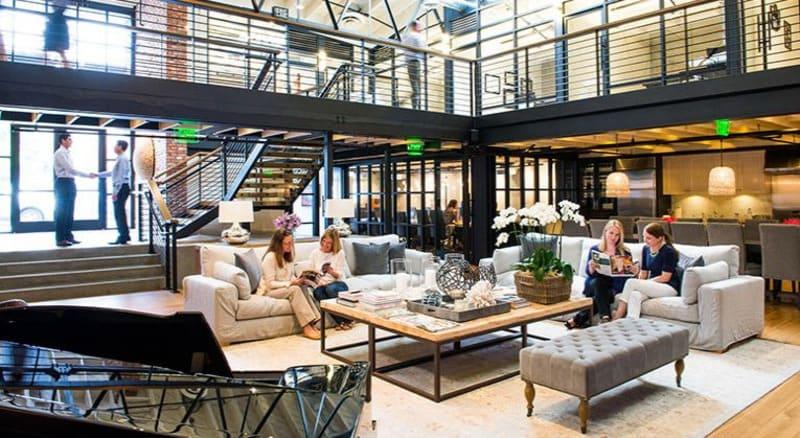 Khu vực thư giãn tương tự như phòng khác của ngôi nhà