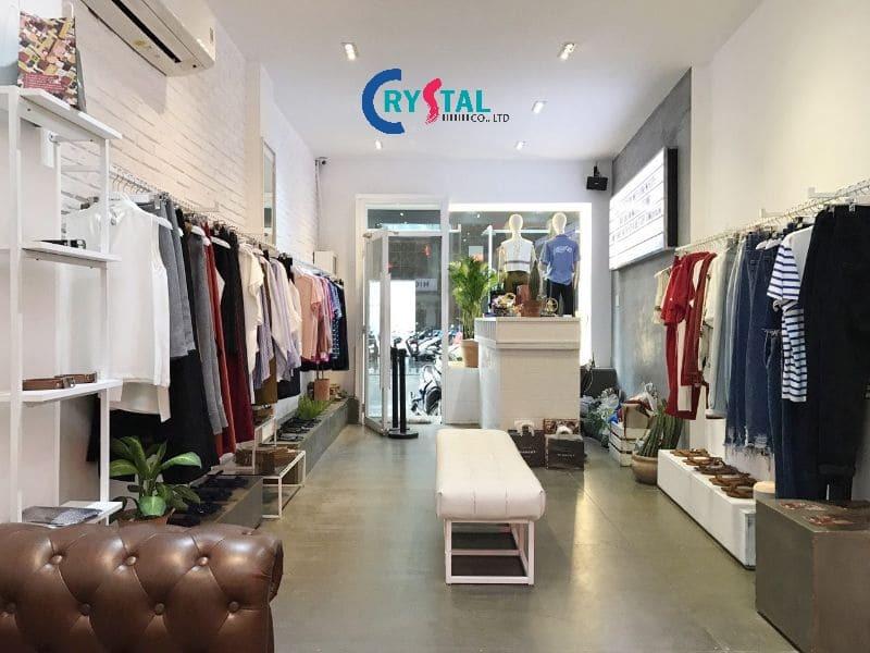 thiết kế cửa hàng thời trang nam - Crystal Design TPL