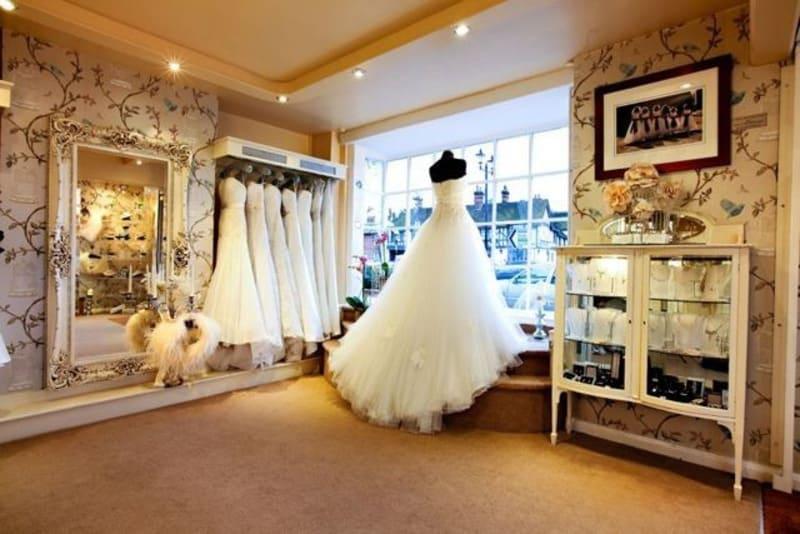 decor tiệm áo cưới