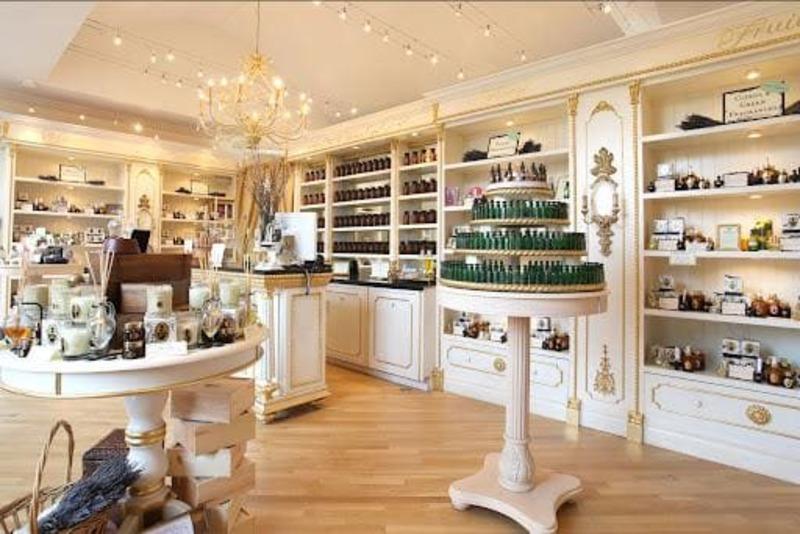 đơn giá thiết kế thi công nội thất showroom - Crystal Design TPL
