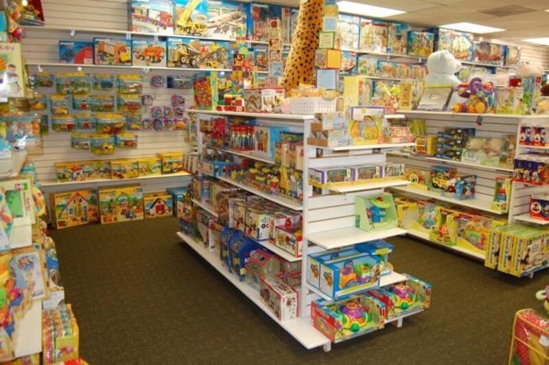 mẫu cửa hàng đồ chơi trẻ em