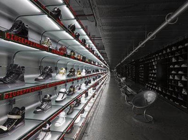 mẫu thiết kế cửa hàng giày dép đẹp - Crystal Design TPL