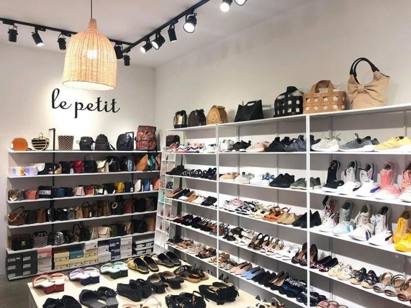 mẫu thiết kế cửa hàng giày dép - Crystal Design TPL