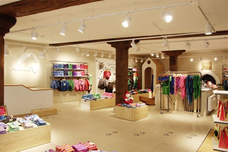 mẫu thiết kế cửa hàng thời trang trẻ em thu hút - Crystal Design TPL