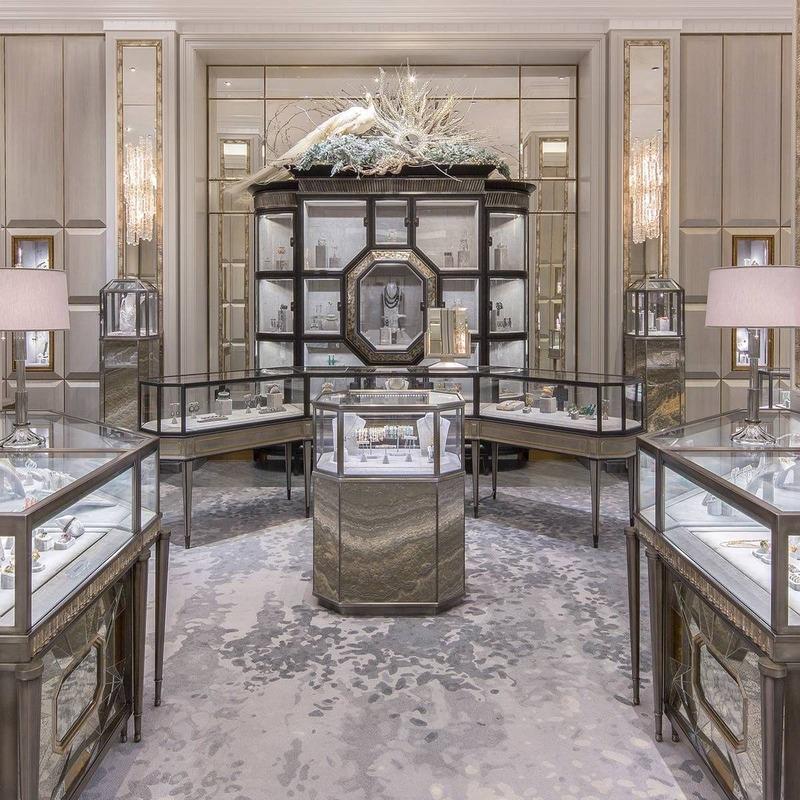 mẫu thiết kế cửa hàng trang sức cao cấp - Crystal Design TPL