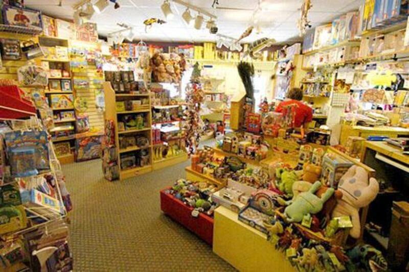 mẫu thiết kế nội thất cửa hàng đồ chơi trẻ em