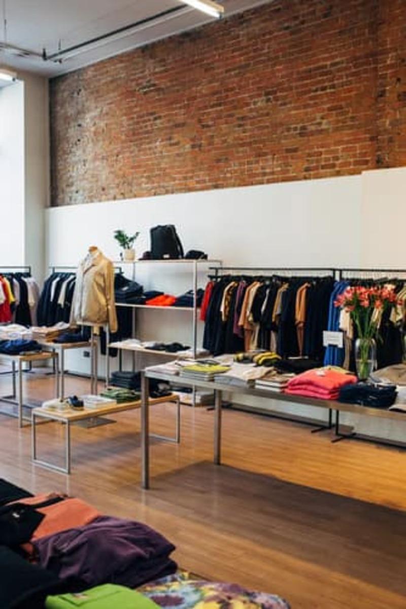 mẫu thiết kế shop quần áo trẻ em diện tích nhỏ - Crystal Design TPL