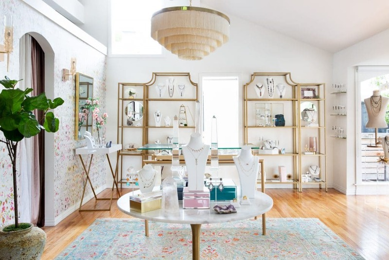 mẫu thiết kế shop showroom trang sức - Crystal Design TPL