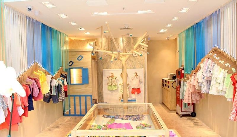 mẫu trang trí shop quần áo trẻ em đẹp - Crystal Design TPL