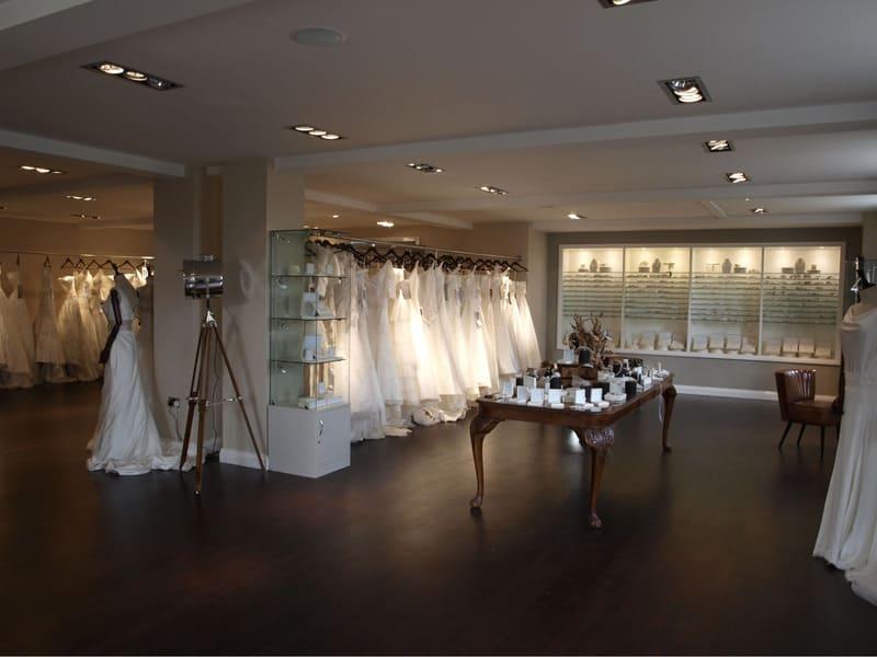 nội thất showroom áo cưới ấn tượng