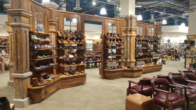 thiết kế cửa hàng bán giày dép diện tích nhỏ - Crystal Design TPL