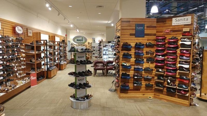 thiết kế cửa hàng giày dép diện tích nhỏ - Crystal Design TPL