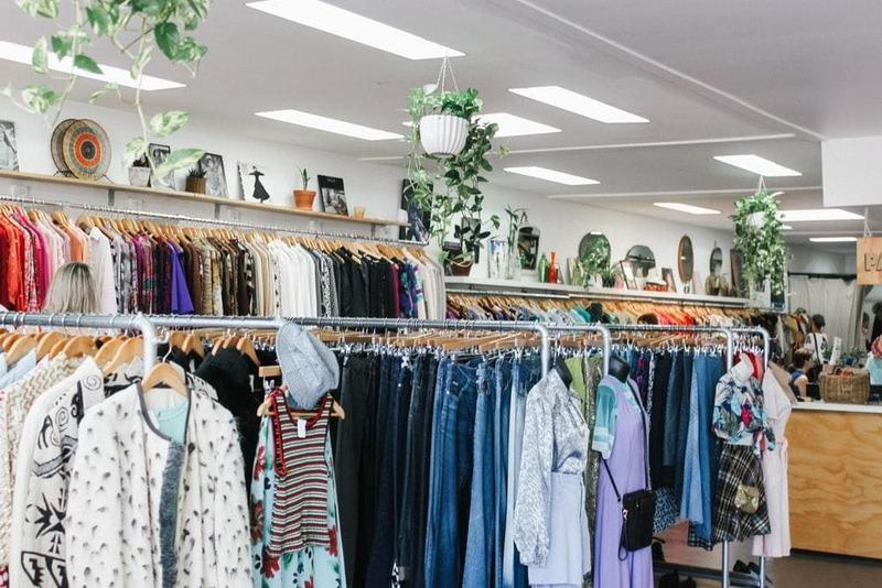 thiết kế cửa hàng quần áo vintage - Crystal Design TPL