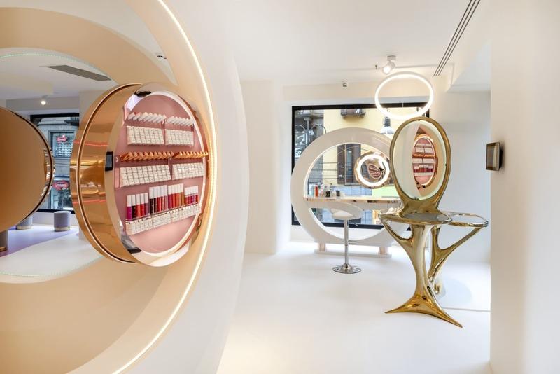 thiết kế cửa hàng showroom mỹ phẩm ấn tượng - Crystal Design TPL
