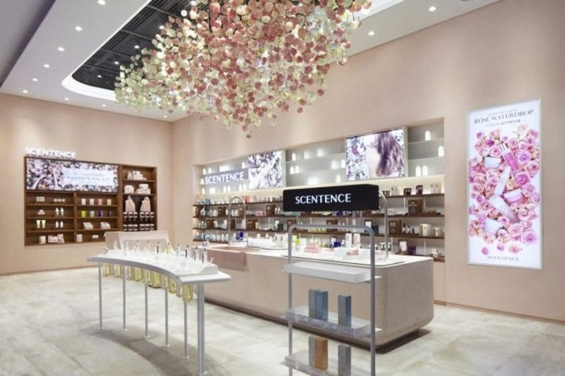thiết kế cửa hàng showroom mỹ phẩm đẹp - Crystal Design TPL