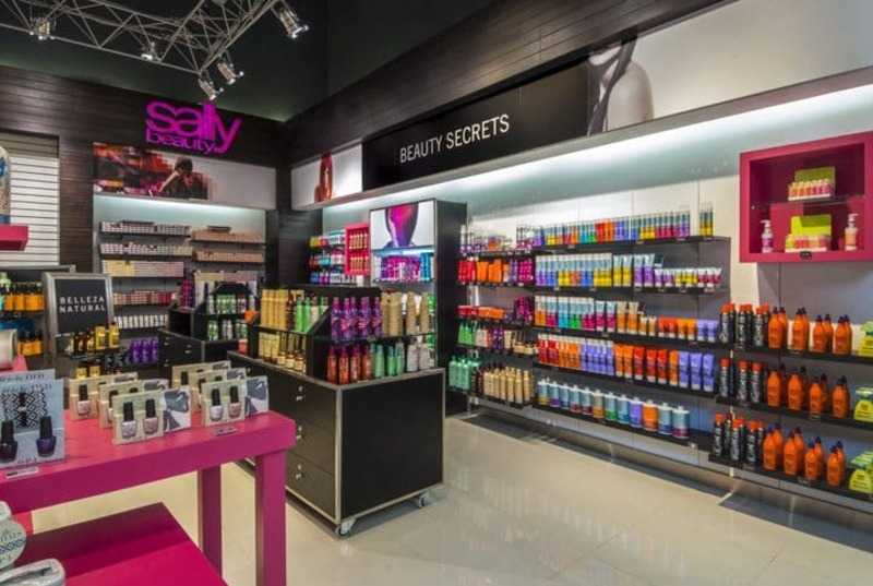 thiết kế nội thất shop showroom mỹ phẩm - Crystal Design TPL