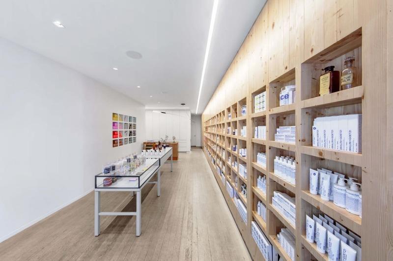 thiết kế shop showroom mỹ phẩm - Crystal Design TPL