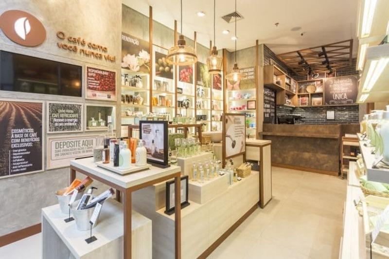 thiết kế showroom mỹ phẩm đẹp - Crystal Design TPL