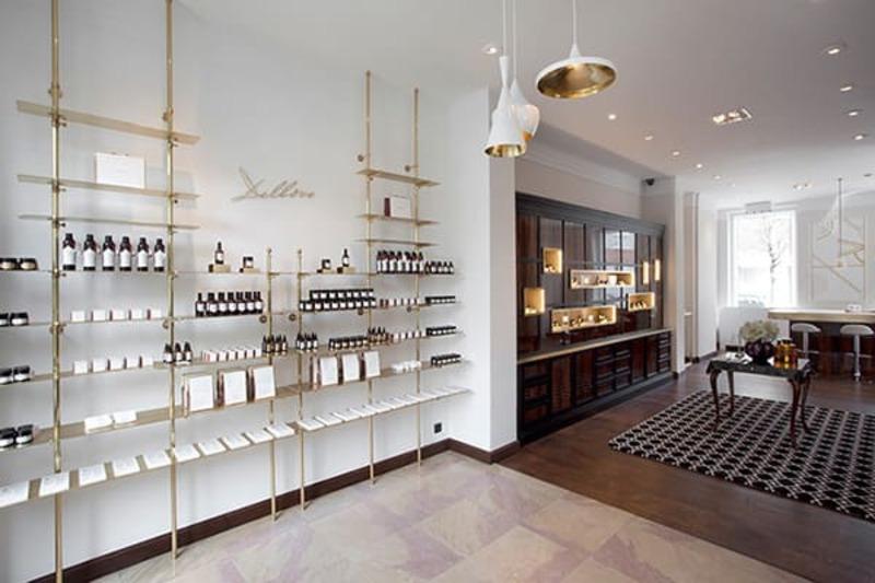 trang trí cửa hàng mỹ phẩm diện tích nhỏ - Crystal Design TPL