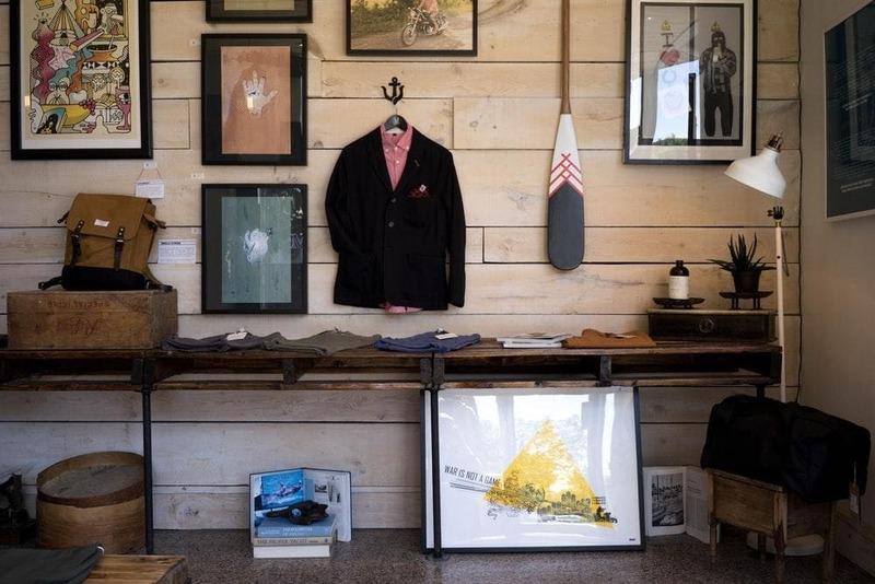 trang trí cửa hàng thời trang theo phong cách vintage - Crystal Design TPL