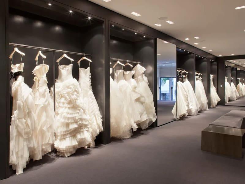 cách trang trí cửa hàng áo cưới