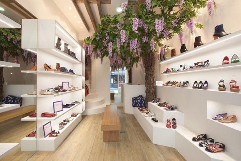 cách trang trí cửa hàng giày dép đẹp - Crystal Design TPL