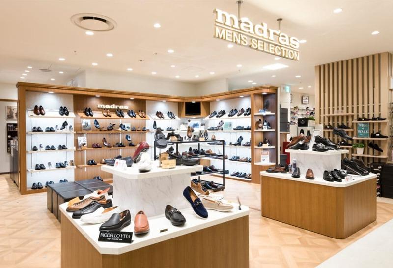 cách trang trí cửa hàng giày dép thời trang - Crystal Design TPL