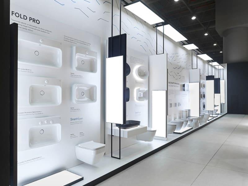 Ánh đèn hỗ trợ làm nổi bật sản phẩm thiết bị vệ sinh