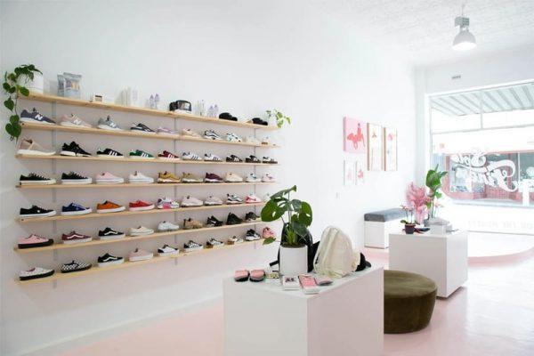 cách trang trí shop giày dép - Crystal Design TPL