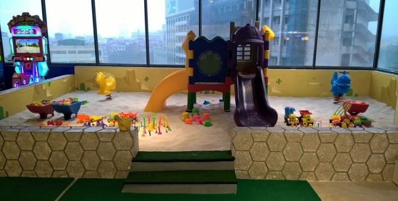 Nếu diện tích rộng nên trang trí thêm khu vui chơi nhỏ cho trẻ