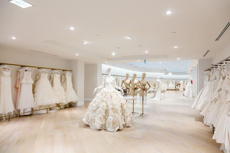trang trí cửa hàng áo cưới