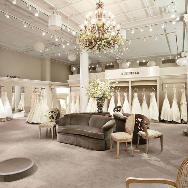 trang trí tiệm áo cưới đẹp