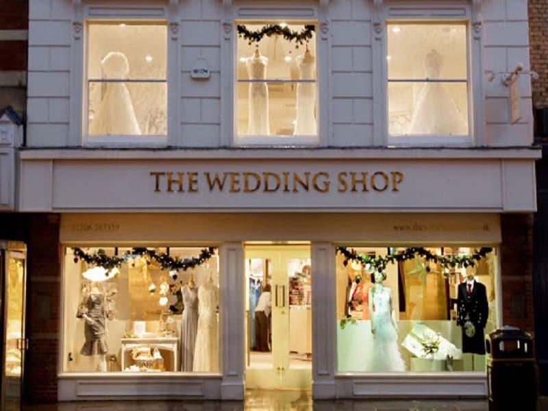 trang trí tiệm áo cưới sang trọng