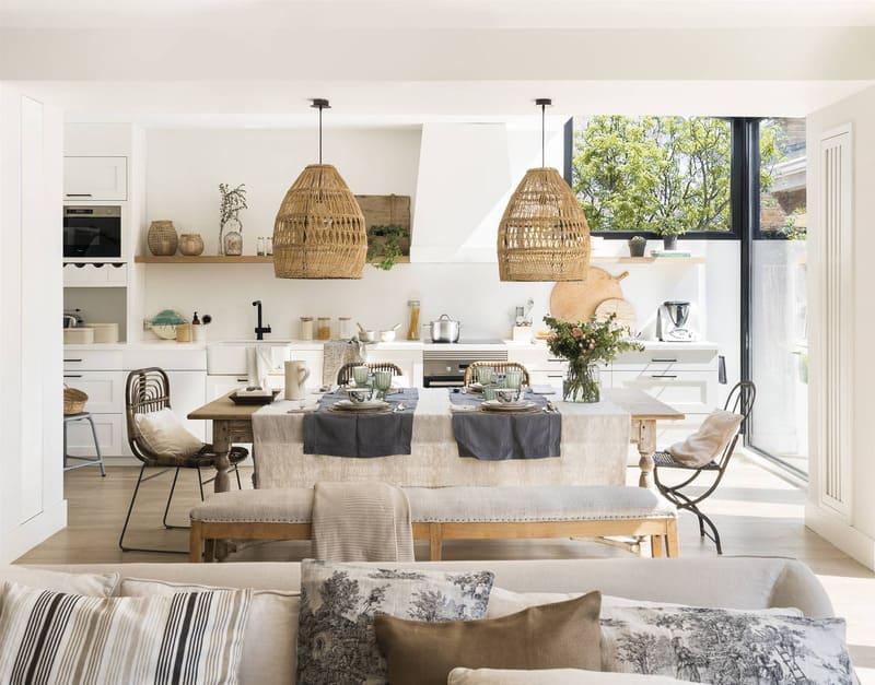 Không gian nhà bếp mở rộng rãi